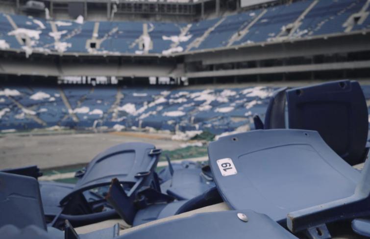 BMX : 360-barspin dans un stade abandonné de Detroit